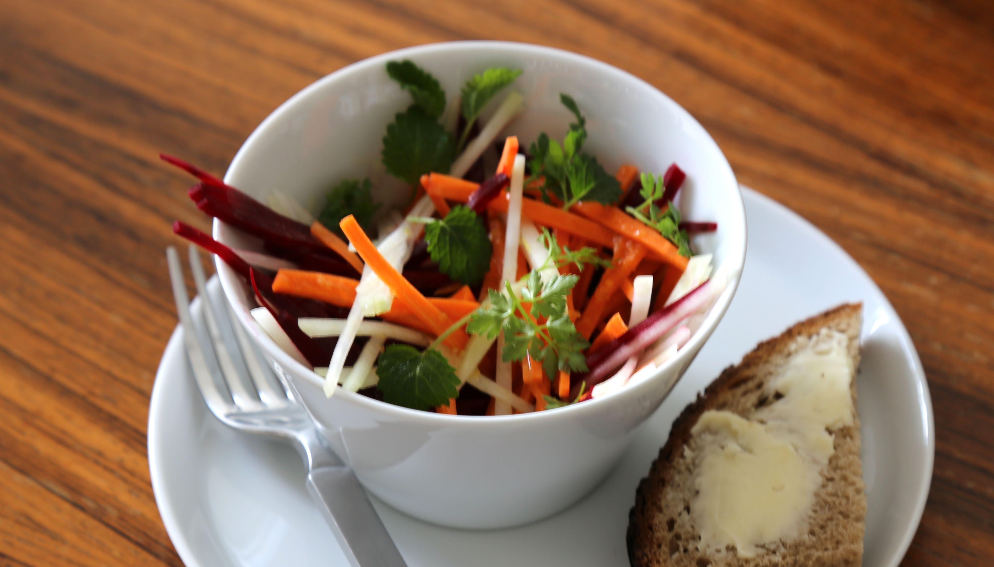 salat anbauen salat anbauen zeitpunkt von der sorte abh. Black Bedroom Furniture Sets. Home Design Ideas