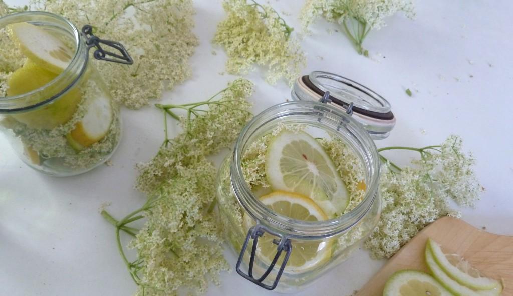 Spargel, Rhabarber, Holunderblüten gehen dem Ende zu